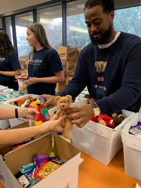 USAA_Community_Operation_Gratitude_Care_Package_Event13.jpg