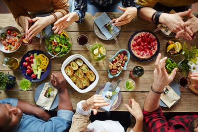 Usaa Auto Buying >> How to Plan a Holiday Get Together on a Budget - USAA ...
