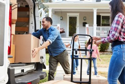 Family moving-shutterstock_794983366.jpg